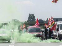 Fransa'daki Protestolar Ülke Sınırını Aştı
