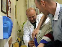 İftardan Sonra Gönüllü Olarak Hastaları Muayene Ediyor
