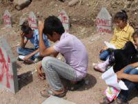 Tanışık Köyü'nde Karnesini Alan Mezara Koştu