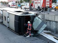 İstanbul'da Metrobüs Devrildi: 10 Kişi Yaralandı