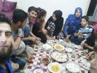 Muhacirliğini Unutup Ensarlık Misyonuna Soyunan 3 Suriyeli Aileyle İftar