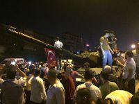 İstanbul'da Halk Tank Ele Geçirdi (VİDEO)