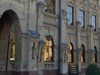 Özbekistan'da Medreselere Üniversite Engeli