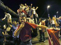 Financial Times: Darbe Gecesi Suriyeli Mülteciler de Sokaklara Çıktı