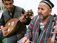 Özbekistan'da Bazı Müzik Aletlerine Yasak