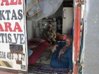 Suriyeli Aile Kamyon Kasasında Yaşamaya Çalışıyor!