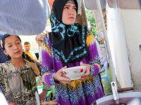 Tacikistan'da Başörtülü Kadınlar Polis Takibinde