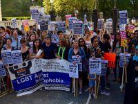 Tesettür Mayo Yasağı Londra'da Protesto Edildi