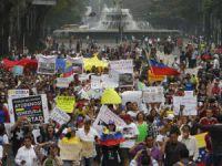 Venezuela'da Muhalifler Sokağa Döküldü