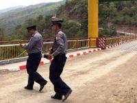 Myanmar'da Saldırılar Sonrası Bangladeş ile Sınır Geçişlere Kapatıldı