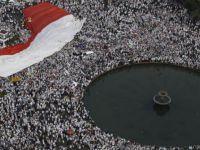 Cakarta'da Müslüman Halkın Kararlı Duruşu Sonuç Getirdi!