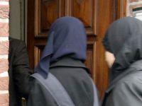 """Avusturya'da Bir Eğitim Kurumu """"Dini Sembolleri"""" Yasakladı!"""