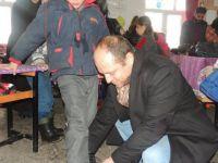 Hayırda Buluşanlar Topluluğu Köydeki Minik Yürekleri Sevindirdi