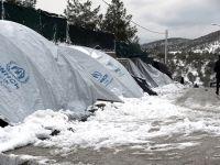 Yunanistan'da Mülteciler Savaş Gemisine Taşındı