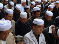 İşgalci Çin Kur'ân Kursunu Bastı ve 300 Kişiyi Tutukladı!