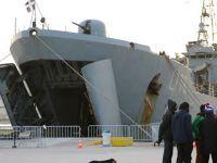 Midilli'de Mülteciler Savaş Gemisinde Kalıyor!