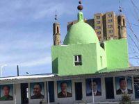 Caminin Duvarlarına Parti Liderlerinin Fotoğraflarını Astırdılar!