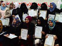 Suriyeliler Uzaktan Eğitimle Diploma Aldı