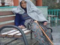 82 Yaşındaki Kadına 'Cami Nöbeti' Cezası!