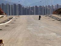 """Çin'deki """"Zombi Fabrikalar"""" ve """"Hayalet Şehirler"""""""