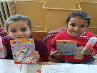 Üniversite Öğrencileri Köydeki Çocukları Mutlu Etmeye Devam Ediyor