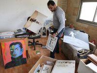 İşgalci İsrail Askerleri Filistinli Karikatüristin Atölyesini Dağıttı!