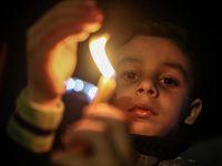 Gazze'de Mumlu Protesto