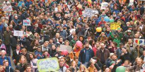 Irkçı AfD Partisi Almanya'da Protesto Edildi