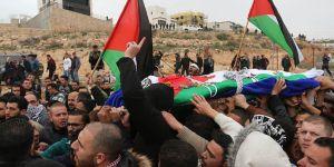 İşgalci Askerlerin Geçen Ay Katlettiği Filistinli Kadın Defnedildi!