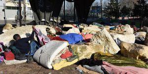 Paris'te Köprü Altında Yaşayan Mülteciler Tahliye Edildi!