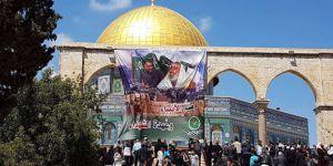 50 Bin Filistinli Mescidi Aksa'da Cuma Namazı Kıldı