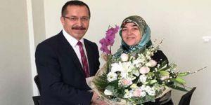 Eşini Sekreter Olarak Atayan Rektöre Tepki