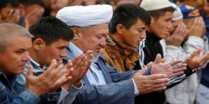 """Kazakistan'da Yüksek Sesle """"Amin"""" DiyenePara Cezası!"""