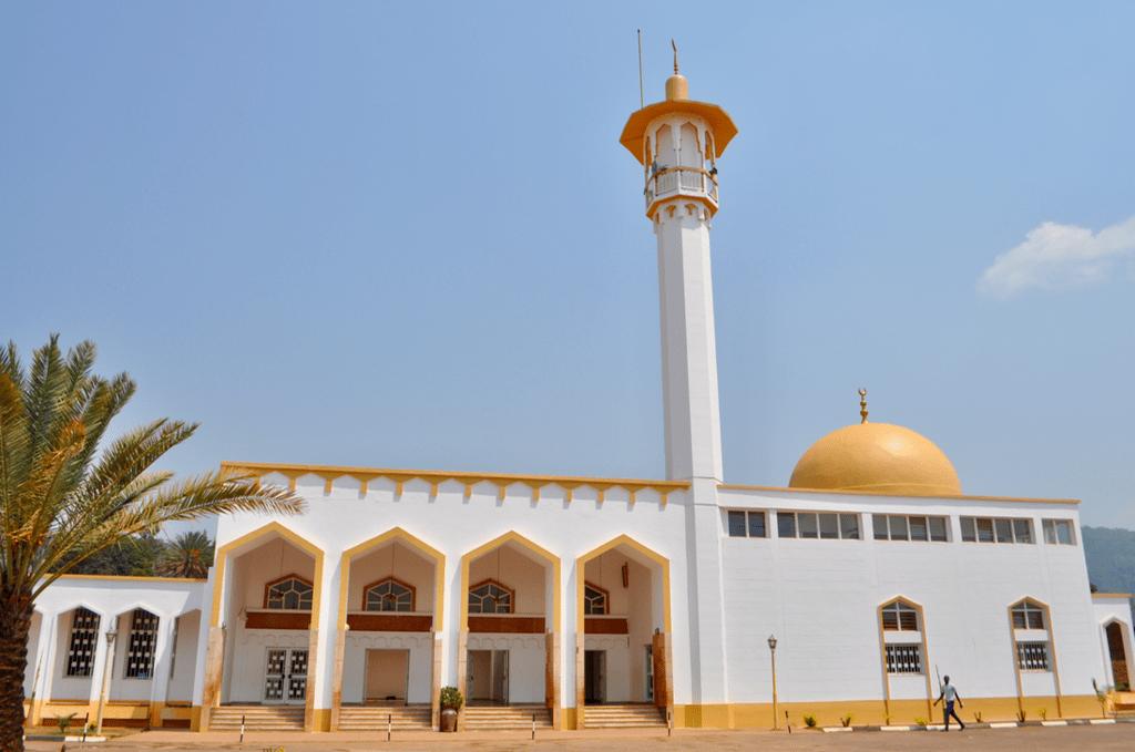"""Ruanda'da Müslümanlar ve Örnek Bir İslami Şahsiyet Olarak  """"Mama İbrahim""""(15 Ekim)"""