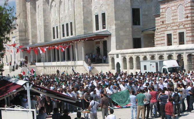 10_08_2012_fatih_camii_osman_karahan_cenaze_namazi-(11).20120810161950.jpg