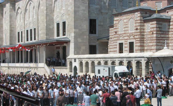 10_08_2012_fatih_camii_osman_karahan_cenaze_namazi-(15).jpg