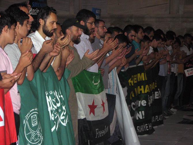 12_08_2012_fatih_camii_giyabi_cenaze_namazi_06.jpg