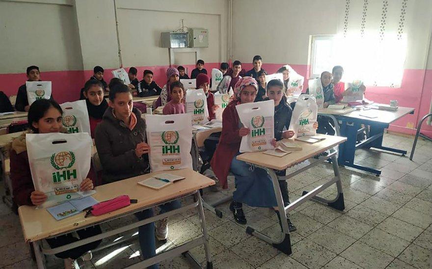 19-ilde-öğrencilere-kitap-ve-defter-desteği2.jpg