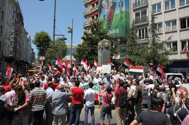 2011-07-15_suriye-protesto_tesvikiye02.jpg