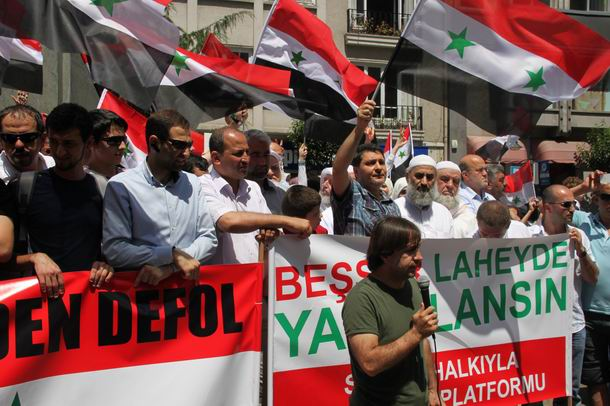 2011-07-15_suriye-protesto_tesvikiye08_osman-atalay.jpg