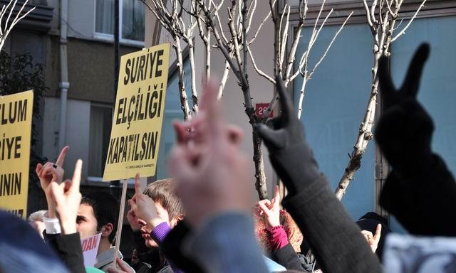 2012-02-05_suriye-humus-katliam-protesto_konsolosluk09.jpg