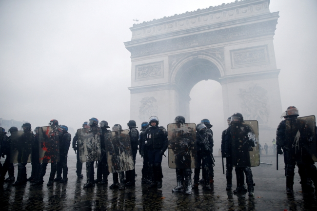 2018-12-02t080428z_272147737_rc1f41e97cb0_rtrmadp_3_france-protests-12.jpg