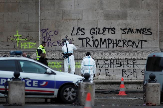 2018-12-02t080428z_272147737_rc1f41e97cb0_rtrmadp_3_france-protests-4.jpg