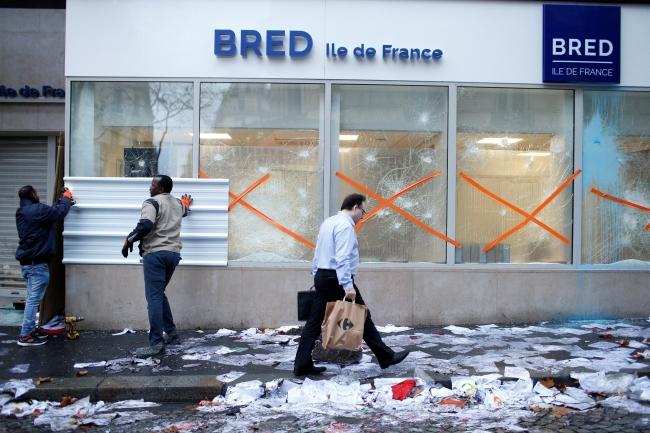 2018-12-02t080428z_272147737_rc1f41e97cb0_rtrmadp_3_france-protests-6.jpg