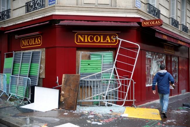 2018-12-02t080428z_272147737_rc1f41e97cb0_rtrmadp_3_france-protests-8.jpg