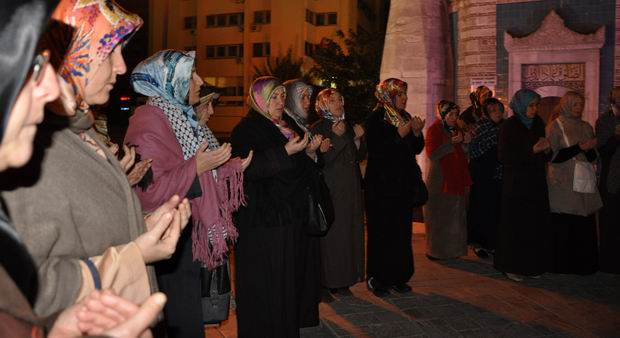 2izmir-protesto-14-11-2012.jpg