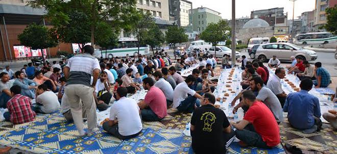 adana-misir-darbe-yildonumu-protesto-iftar02.jpg
