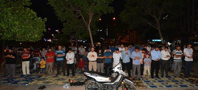 adana-misir-darbe-yildonumu-protesto-iftar03.jpg