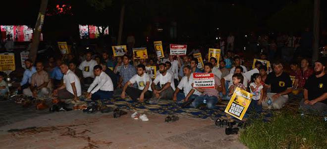 adana-misir-darbe-yildonumu-protesto-iftar05.jpg
