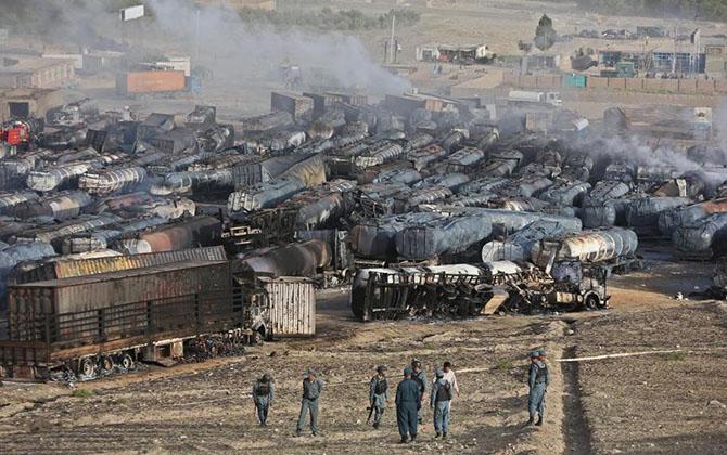 afganistan--kabil-tankerler-yakildi03.jpg